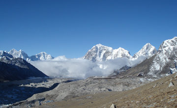 Cross Khongma La and trek to Lobuche.