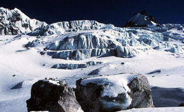 Ramdung Glacier and to high camp.