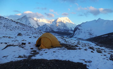 Trek to Chamlang Base Camp